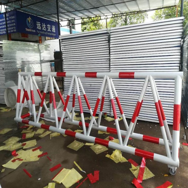 蓝白色防冲撞拒马路栏 1.2米高镀锌圆管拒马护栏 尺寸可定
