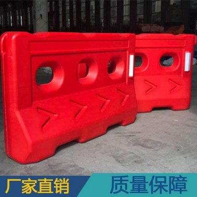 湛江公路两边修建安全护栏 80公分高防撞三孔水马护栏