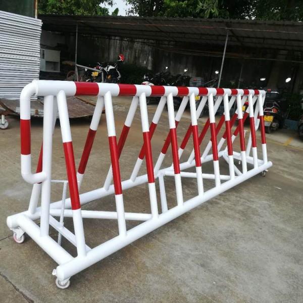 定制圆管防冲撞拒马护栏 角铁带刺三角护栏